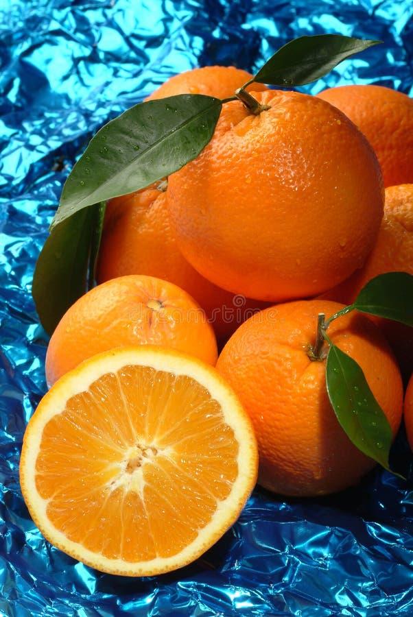 Oranges dans un panier images libres de droits