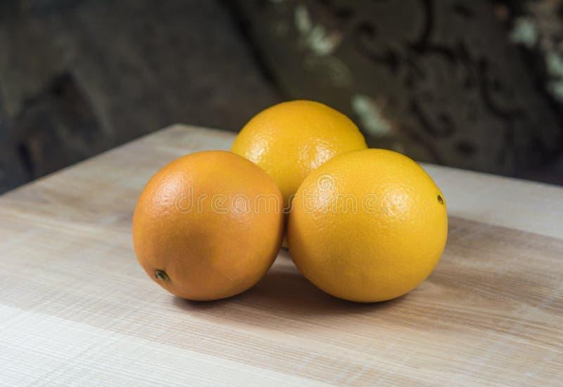 Oranges trois choses mûres photo stock