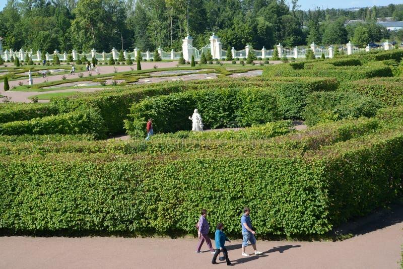 Oranienbaum,俄国 在boskt的看法在低对庭院 库存图片