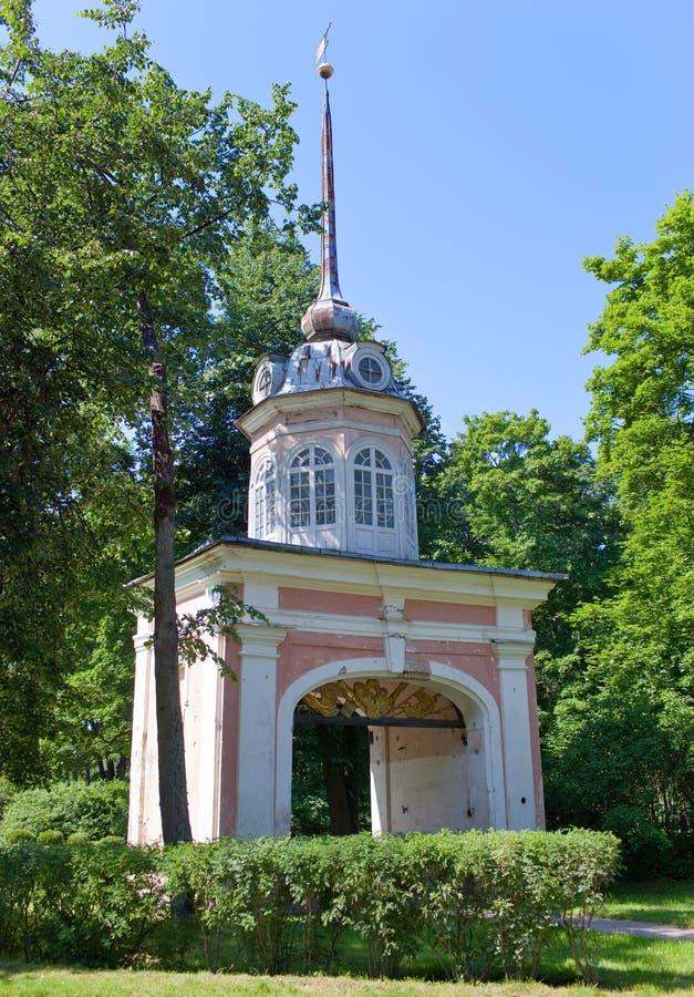 Oranienbaum (罗蒙诺索夫) 上部公园 入皇帝Pyotr的堡垒高尚的门III 图库摄影