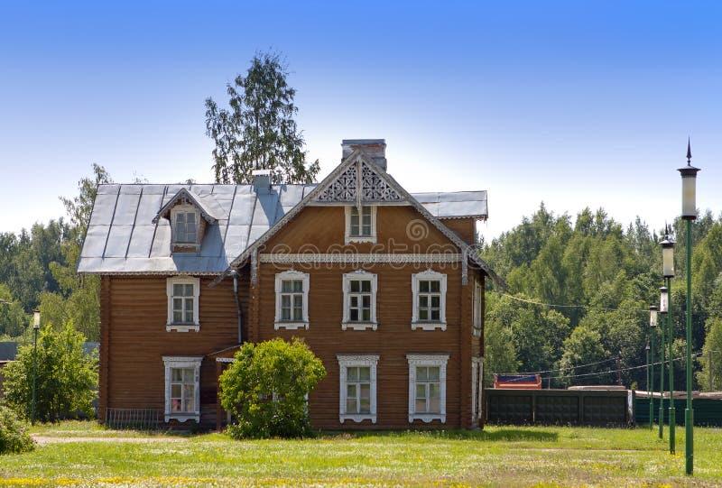 Oranienbaum Lomonosov Antyczny zamieszkany drewniany dom zdjęcia royalty free