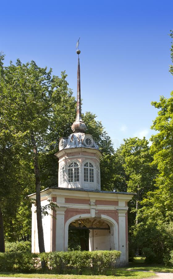 Oranienbaum Lomonosov Reißen Sie Tor der Festung des Kaisers Pyotr III hin lizenzfreies stockfoto