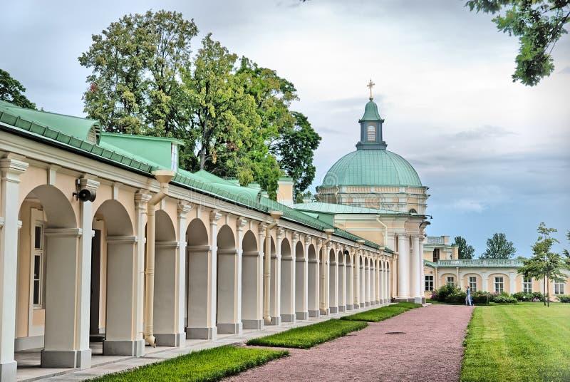 Oranienbaum (Lomonosov) St Petersburg Den storslagna Menshikov slotten Den kyrkliga paviljongen arkivbild
