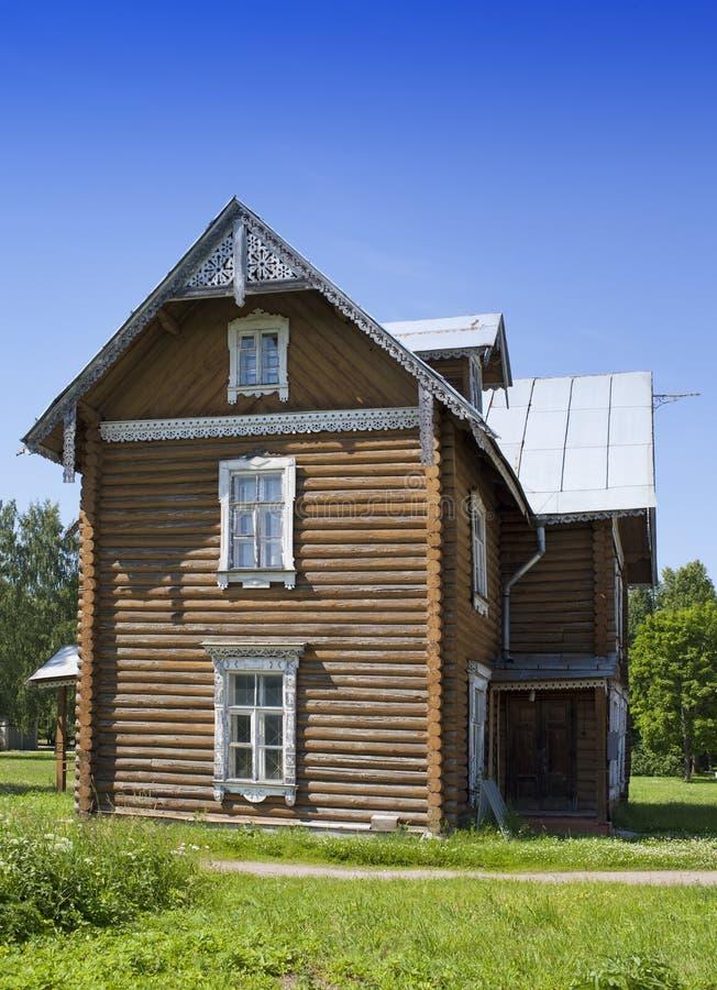 Oranienbaum (Lomonosov) Wierzchu park Antyczny zamieszkany drewniany dom zdjęcie royalty free