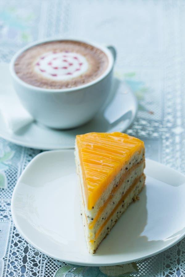 Oranje cake en koffie royalty-vrije stock foto's
