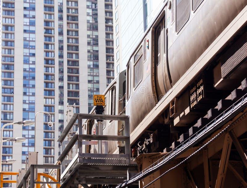 Oranje de lijntrein van Chicago op Lijn royalty-vrije stock afbeeldingen