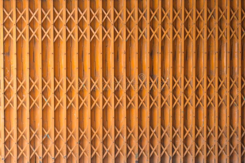 Oranje deur oude stijl royalty-vrije stock fotografie