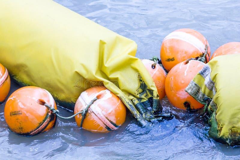 Oranje die boei in de vorm van water wordt gebruikt van speciaal plastiek wordt gemaakt royalty-vrije stock fotografie