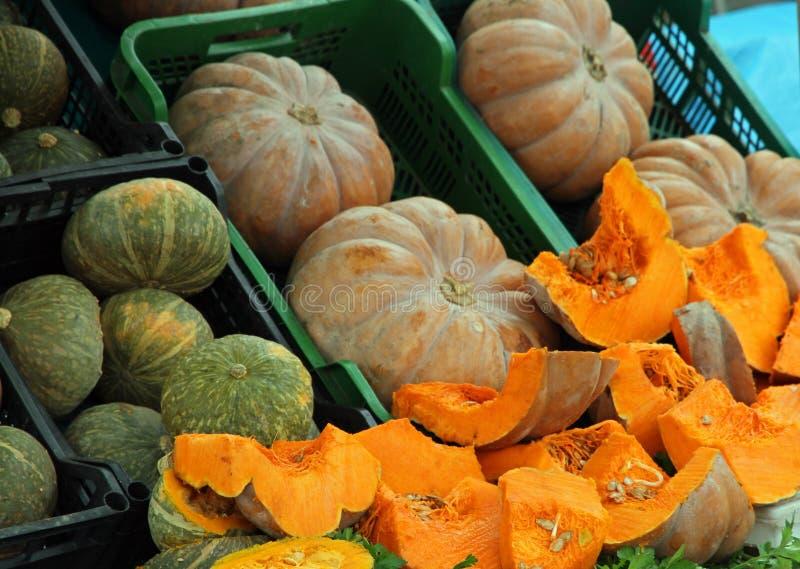 Oranje die POMPOENEN bij boxen worden verkocht royalty-vrije stock afbeelding