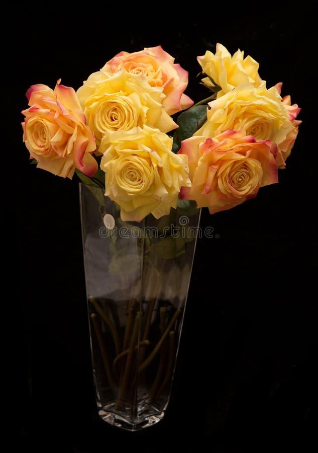 Oranje en gele kunstbloemen stock afbeeldingen