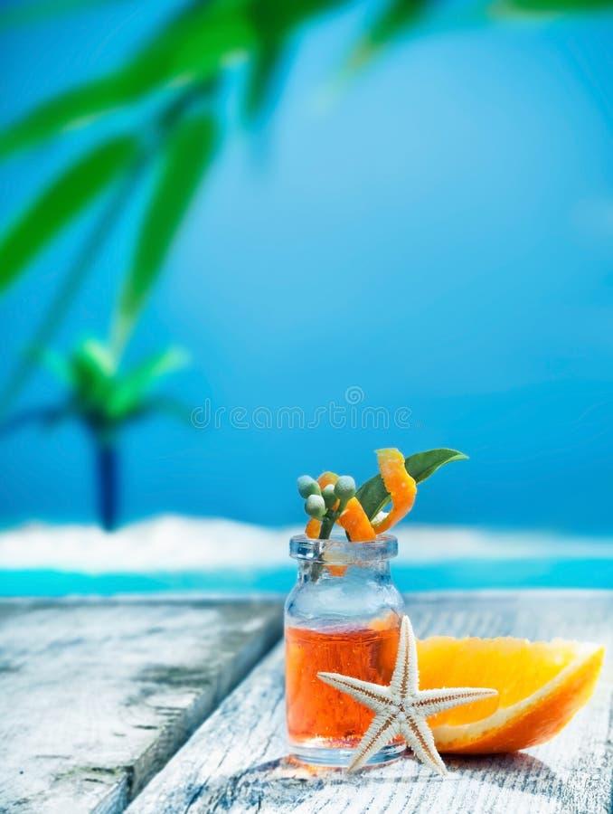Oranje essentiële oliebehandeling stock afbeelding