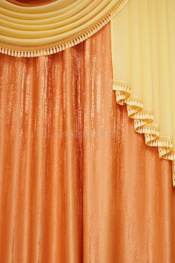 Oranje gordijn stock fotografie