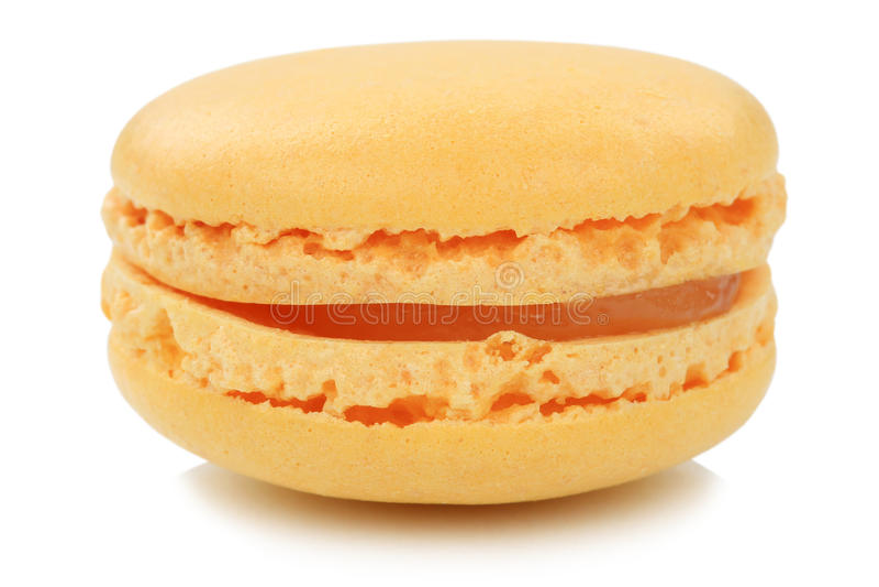 Oranje het koekjesdessert van de macaronmakaron van geïsoleerd Frankrijk stock afbeeldingen