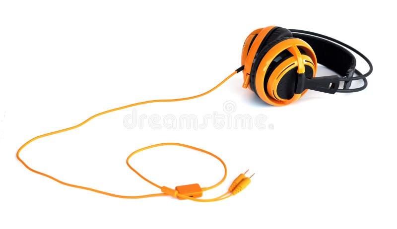 Oranje hoofdtelefoons stock foto