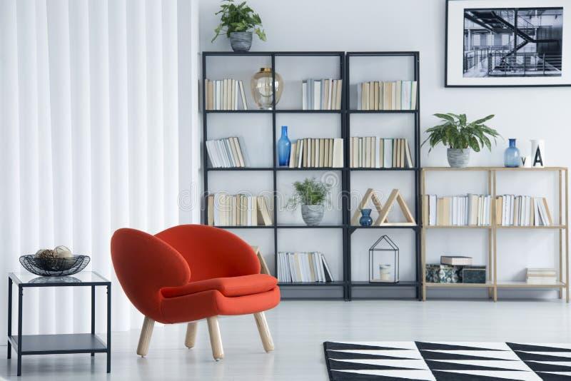 Oranje leunstoel in woonkamer royalty-vrije illustratie