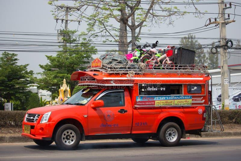 Oranje Pick-uptaxi Chiangmai aan Hoektand royalty-vrije stock foto's