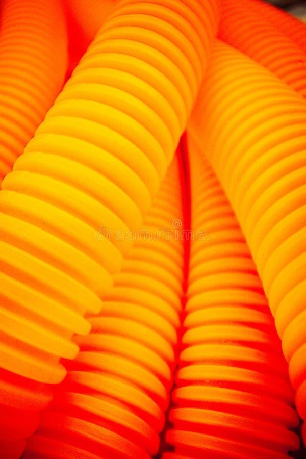 Oranje plastic buizen stock afbeeldingen