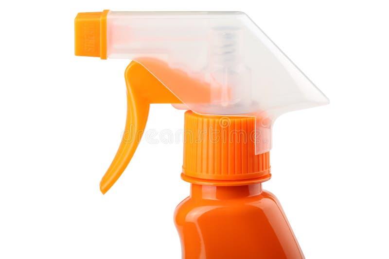 Oranje plastic die spuitbus met trekker op een witte achtergrond wordt geïsoleerd stock foto