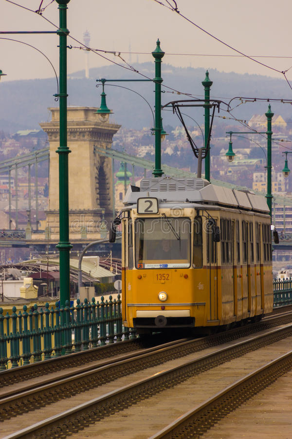 Oranje tram in Boedapest stock afbeelding