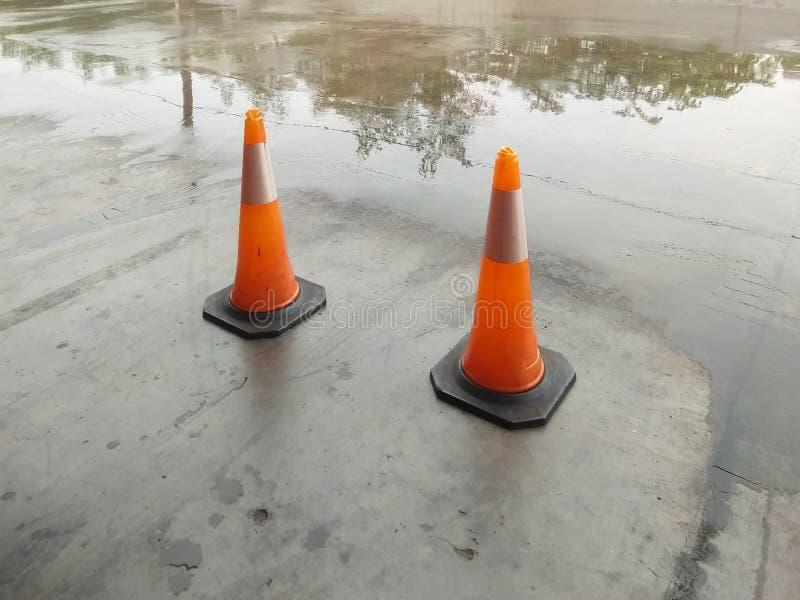 Oranje verkeerskegels stock foto