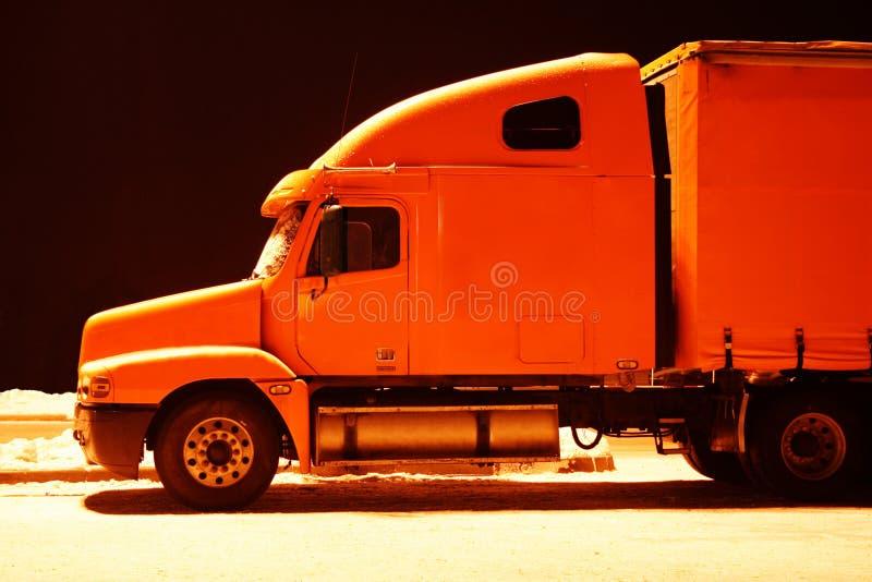 Oranje vrachtwagen royalty-vrije stock foto's