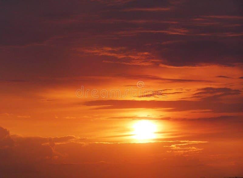 Oranje Zonsondergang met Wolken royalty-vrije stock afbeelding