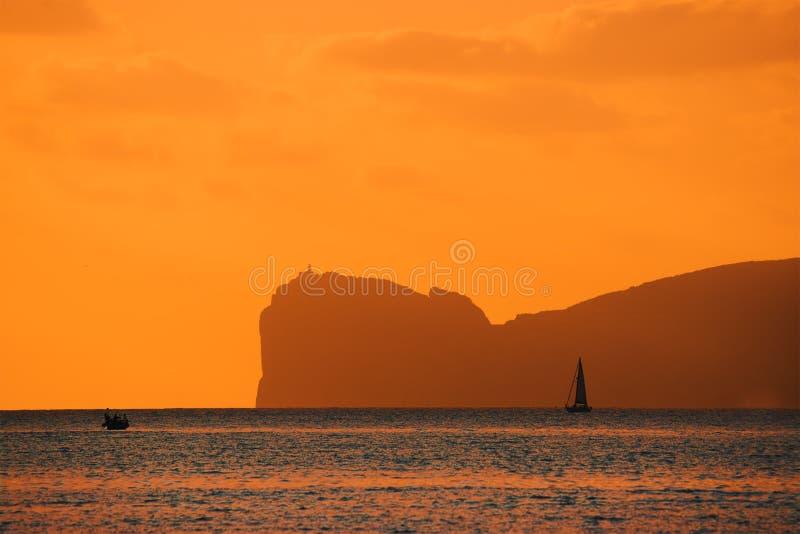 Download Oranje Zonsondergang Over Capo Caccia Stock Foto - Afbeelding bestaande uit middellandse, italië: 54081610