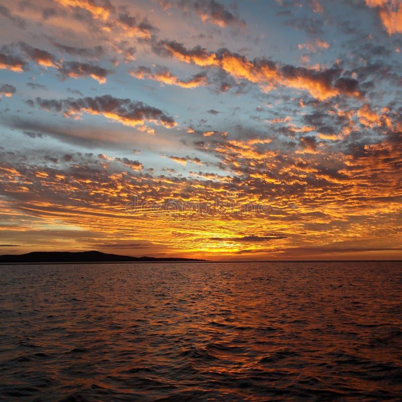 Oranje Zonsondergangzeegezicht, Meer Macquarie stock afbeeldingen