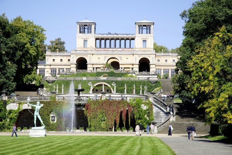 Oranjerie in het park van kasteel Sanssouci in Potsdam stock foto