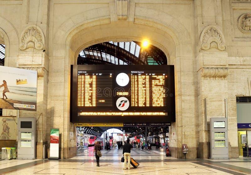 Orario principale. Stazione centrale di Milano, Italia. immagini stock libere da diritti