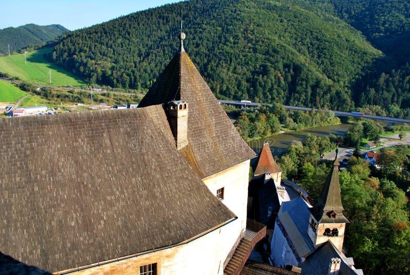 Oravsky Podzamok, Slovakien: Den härliga gamla Orava slotten arkivfoto