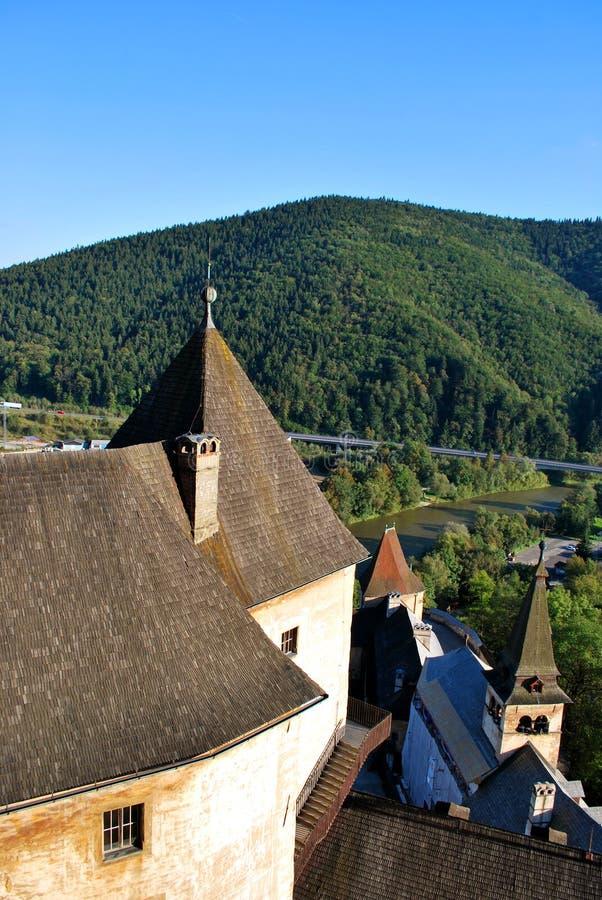 Oravsky Podzamok, Slovakien: Den härliga gamla Orava slotten arkivbilder