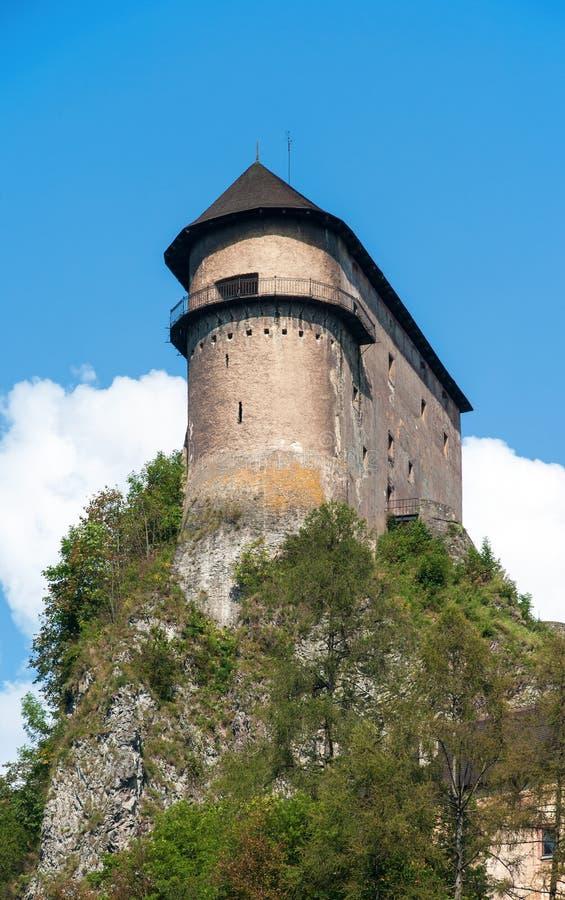 Oravsky slott i Slovakien fotografering för bildbyråer