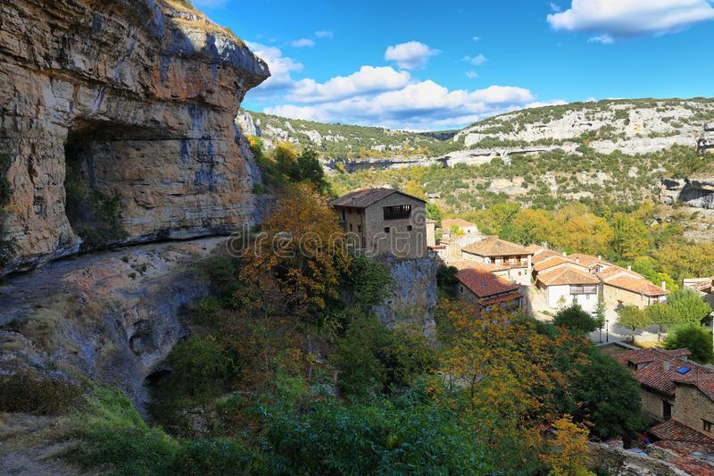 Orbaneja del Castillo na província de Burgos, spain foto de stock