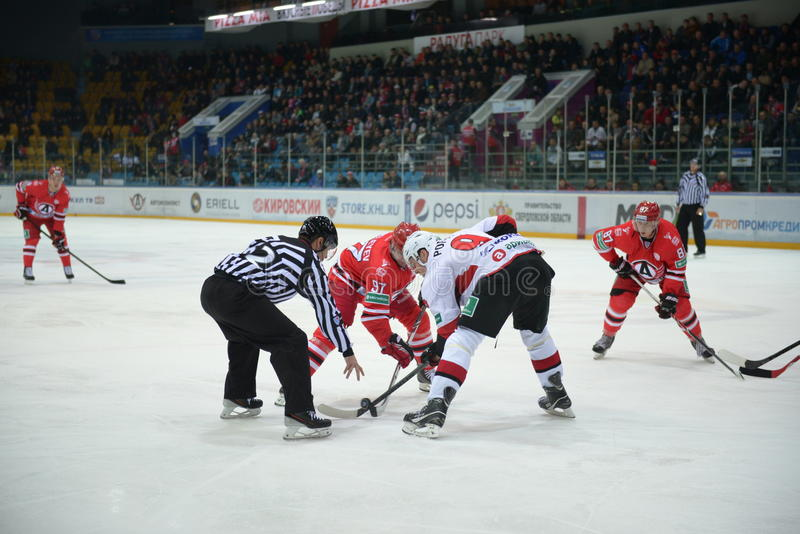 Orbiter klärt den Kobold an einem Hockeyspiel lizenzfreies stockbild
