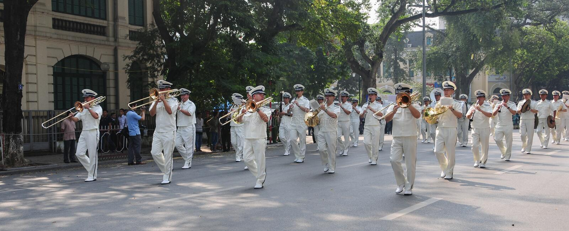 Orchestra d'ottone della polizia a Hanoi fotografia stock