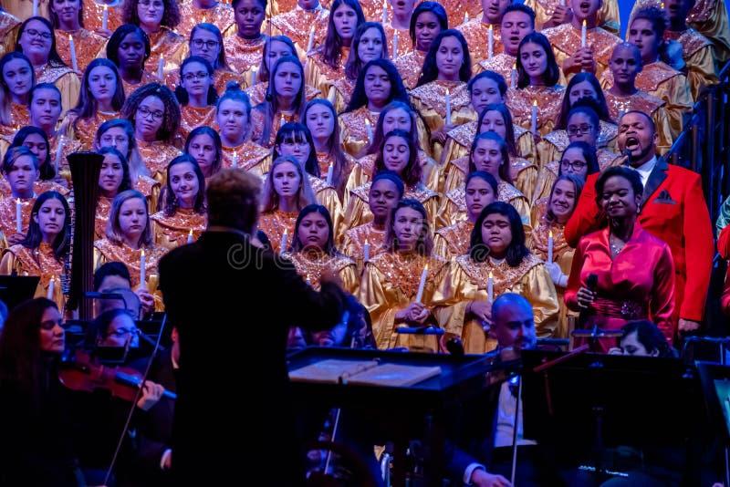Orchestra e coro celeste nei narratori delle candele dell'Epcot 4 immagine stock