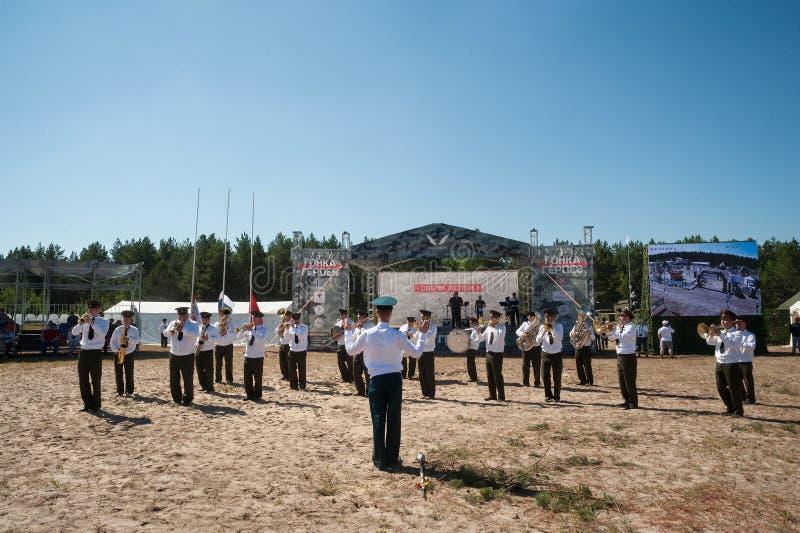 Orchestre militaire jouant sur le programme d'exposition Tyumen photographie stock libre de droits