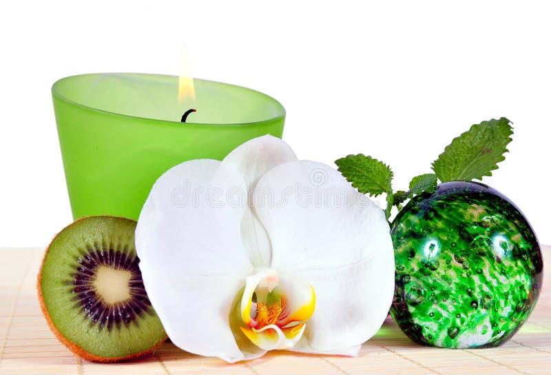 Orchidea del Kiwi di verde della candela di Wellness immagine stock libera da diritti