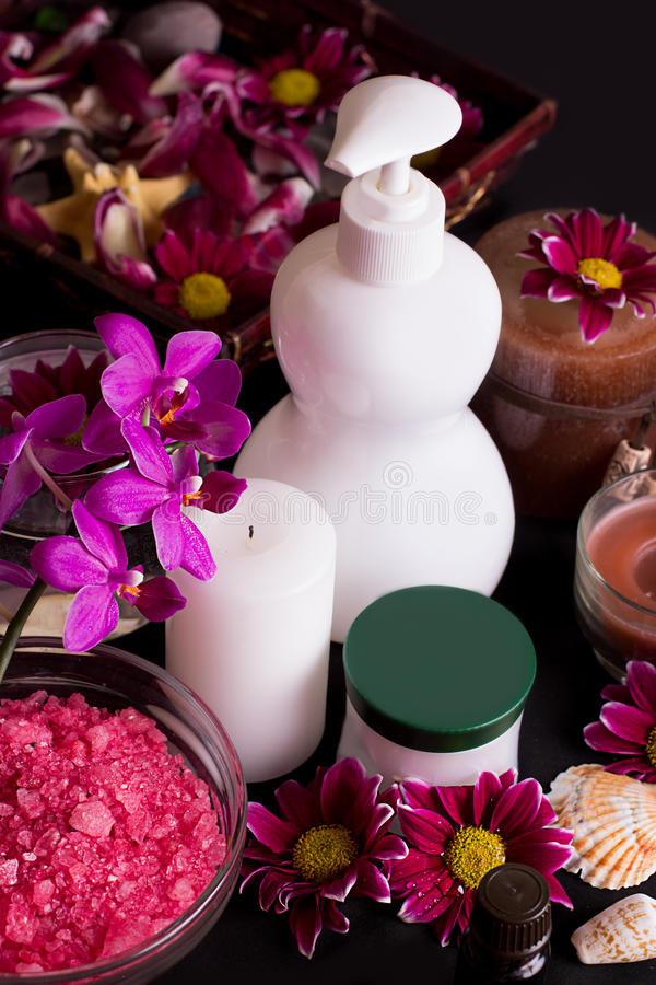 Orchidee e prodotti di trattamento della stazione termale immagine stock