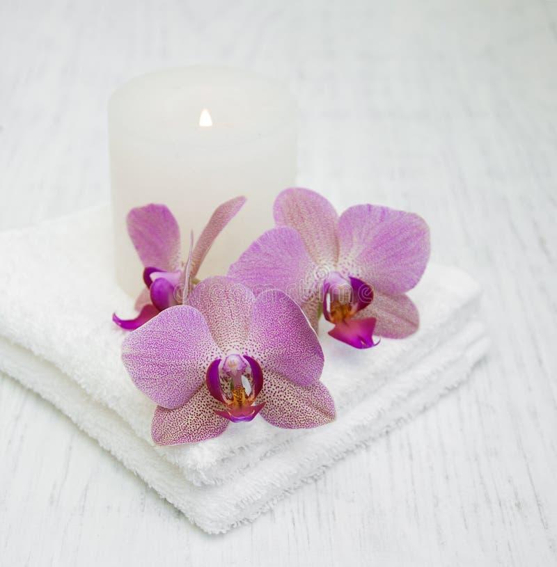 Orchidee i ręczniki zdjęcia royalty free