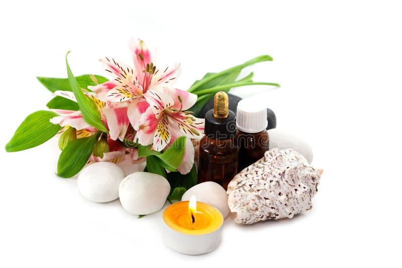 Orchideeblumen und wesentliche Schmieröle stockbild