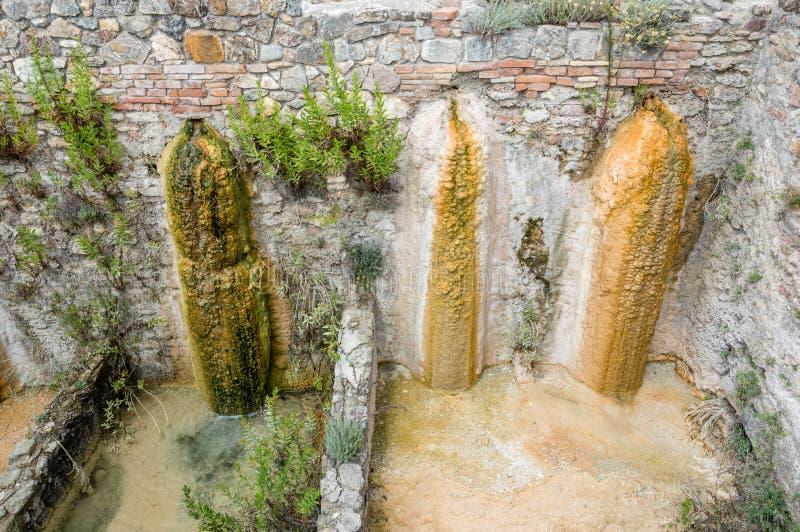 ` Orcia de San Quirico d, Toscânia, Itália/24 de julho de 2016/pouca cachoeira perto da vila medieval de Bagno Vignoni foto de stock