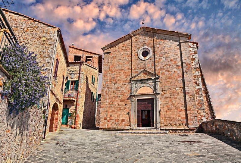 ` Orcia, Siena, Toscana, Italia de Castiglione d: Iglesia de los santos imagen de archivo