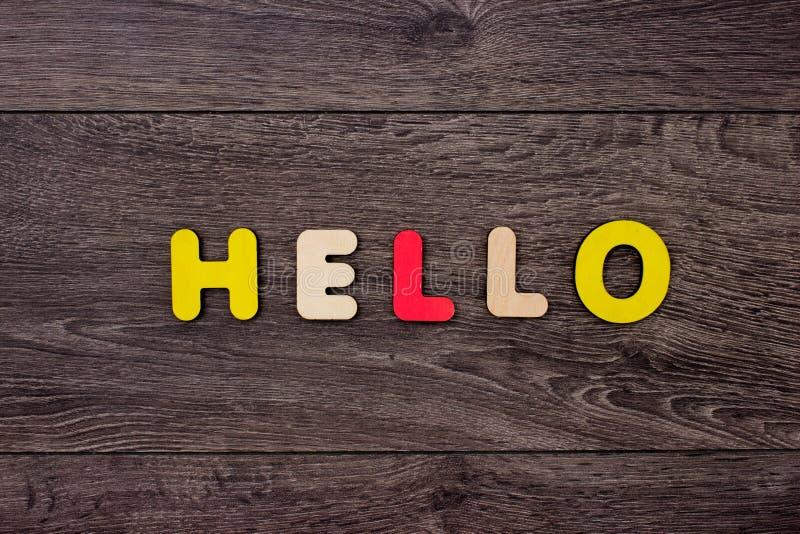 Ord Hello från träbokstäver arkivfoton