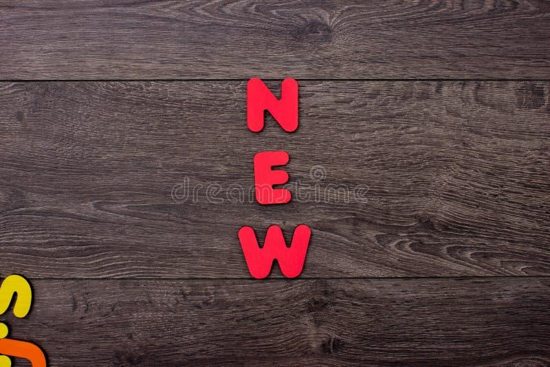 Ord som är nytt från träbokstäver arkivfoton