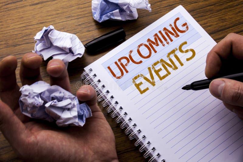 Ord som skriver kommande händelser Begrepp för tidsbeställningsdagordninglistan som är skriftlig på papper för anteckningsboknote royaltyfri fotografi