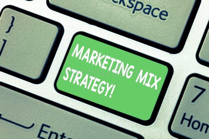 Ord som skriver strategi för textmarknadsföringsblandning Affärsidé för uppsättning av governable taktiskt företagsbruk för markn arkivfoton