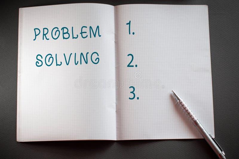 Ord som skriver textproblemlösning Affärsidé för process av att finna lösningar till svåra eller komplexa frågor royaltyfri bild