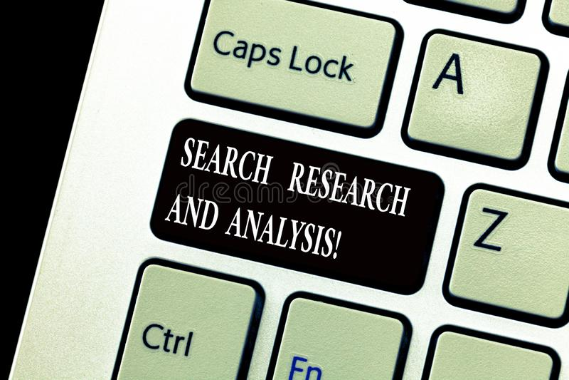 Ord som skriver textsökandeforskning och analys Affärsidé för tangentbord för analytics för information om utredningdata royaltyfria bilder